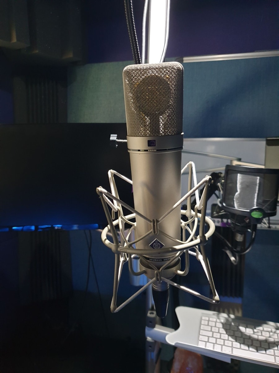 surrey recording studio with microphone for hire